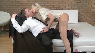 Dude with a big cock enjoys fucking wet pussy of a hot blondie
