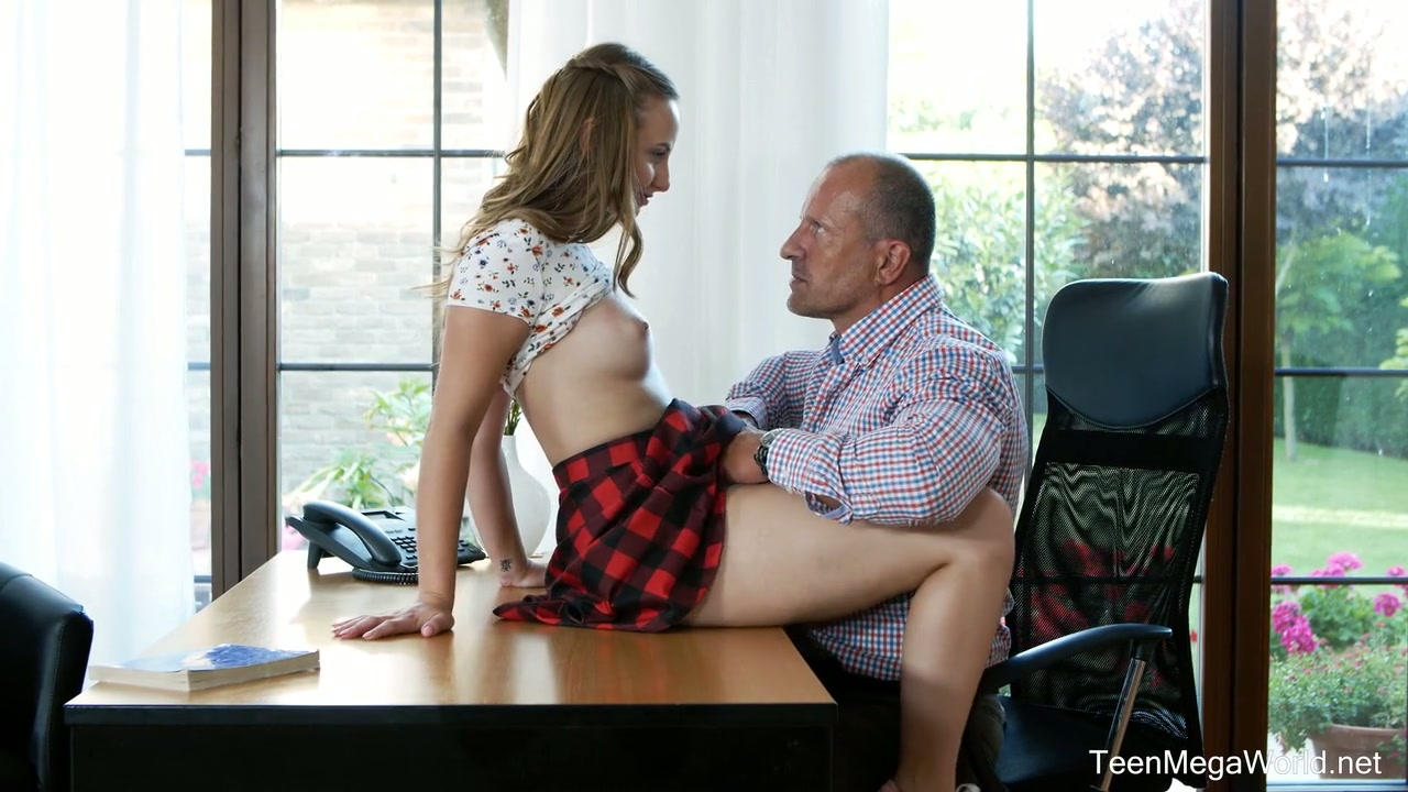 Pale natural gal Lady Bug provides older neighbor with a good blowjob