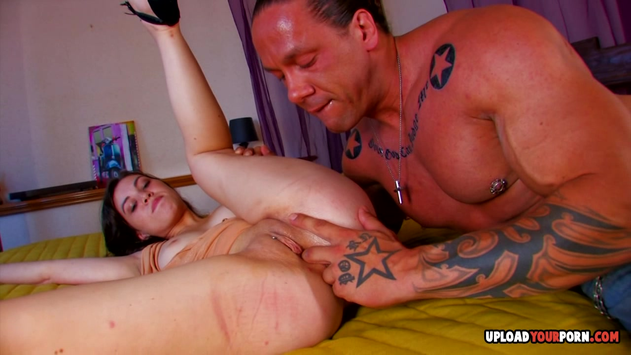 Girlfriend gets eaten and penetrated by her man